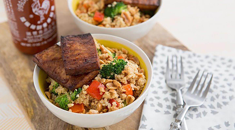 Spicy Peanut and Quinoa Bowls (VV)